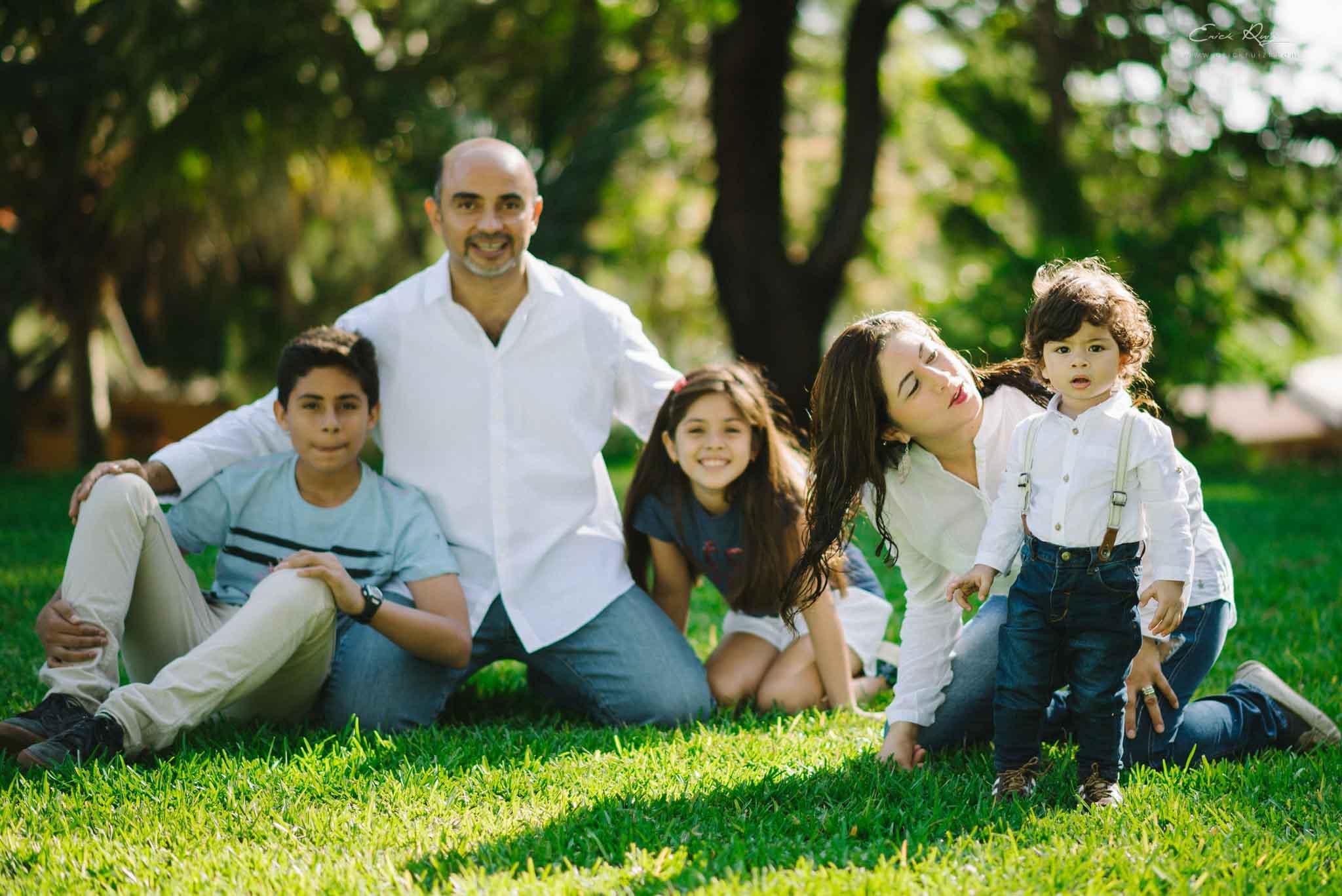 sesion de fotos familia tavara, sesion de fotos familiar, sesion de fotos infantil, fotos de familias en piura, zoomx studio, erick ruiz